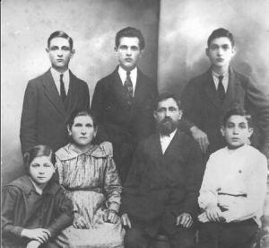 Senelė Rocha-Samuraj, senelis ir jų vaikai