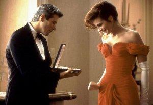 Nauja suknelė, dar va ir perlų vėrinukas ir tuoj tuoj mes iš tavęs tikrą damą padarysim